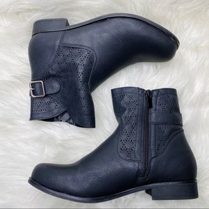 Forever 21 Black Eyelet Booties Size 8 1/2